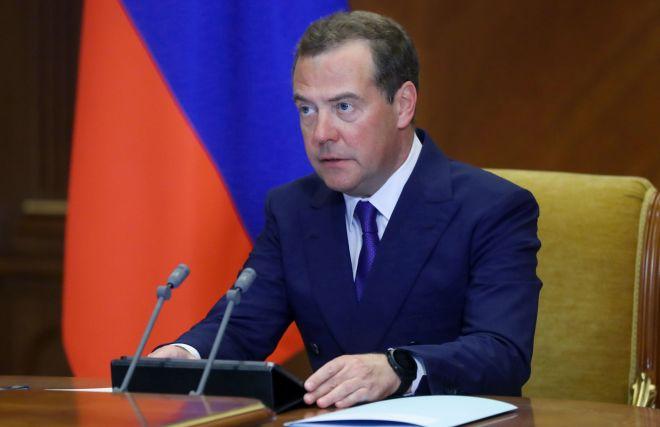 Медведев: Россия стремится сохранить Арктику как территорию мира и партнёрства