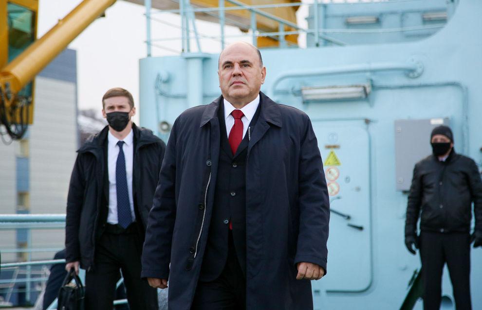 Председатель правительства России Михаил Мишустин перед началом торжественной церемонии приёмки головного универсального атомного ледокола «Арктика» в ходе рабочей поездки в Мурманск