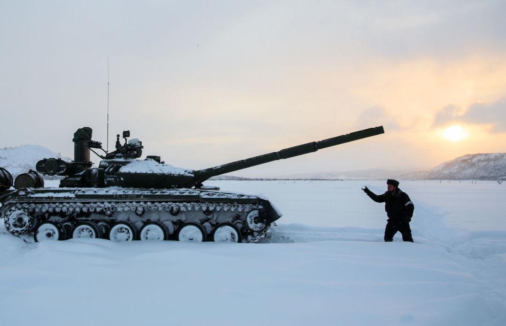 Arctic tanks conduct preparatory fire in Murmansk Region