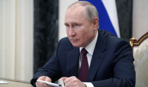 Vladimir Putin: Arctic expeditions must continue in order to ensure Russia's military security