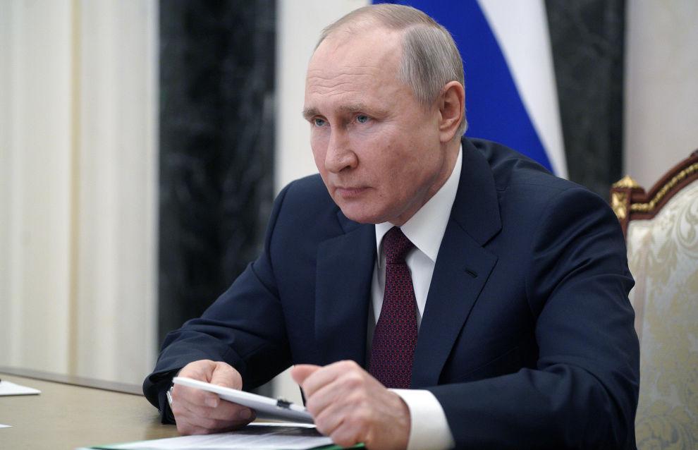 Президент поручил изучить сохранение рейдовой перегрузки СПГ из Арктики
