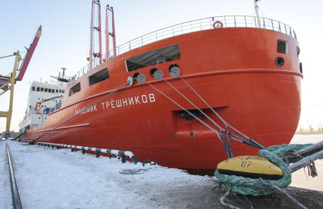 Научно-экспедиционное судно Академик Трешников