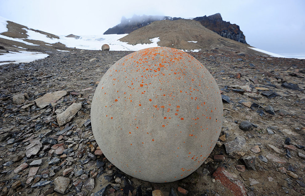 Round stones on Champ Island