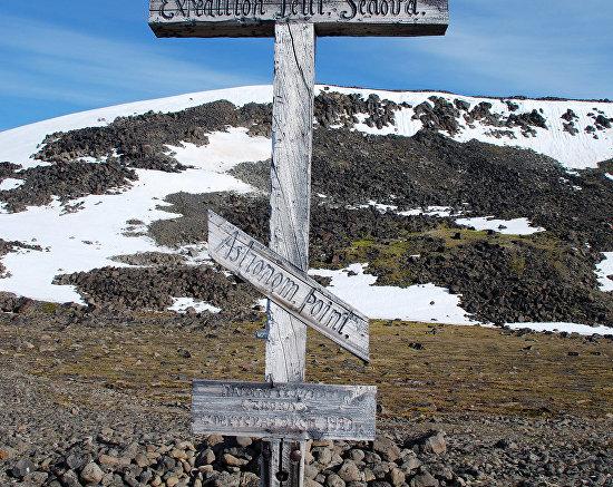 The abandoned polar station Tikhaya