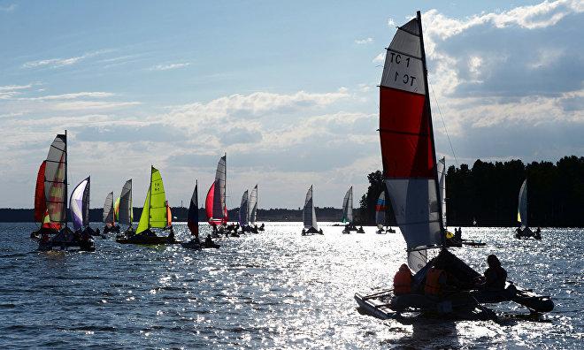 International yachting team sets world record