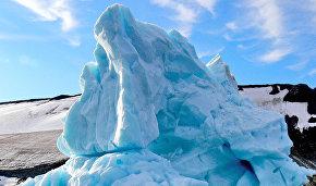 Айсберг у острова Гукера (Земля Франца-Иосифа)