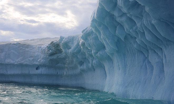 A glacier on Torupa Island, Franz Josef Land