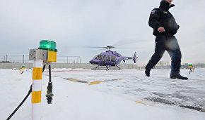 Вертолет во время посадки на площадку
