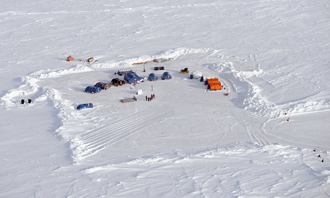 Evacuation begins at 'North Pole 2015' drifting station