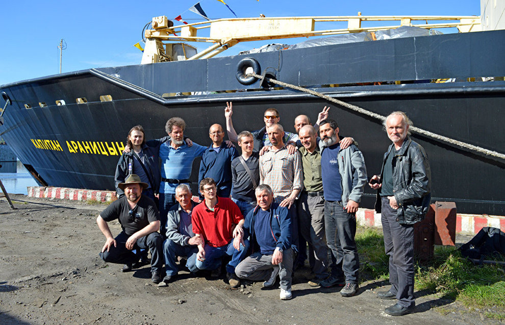 Members of the North Pole-2015 drifting ice station team meet in Murmansk