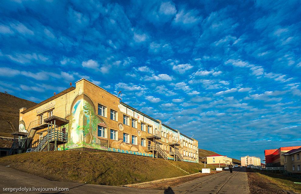 Школа и детский сад Баренцбурга. Сейчас в поселке проживает 65 детей. Примерно пополам дошкольного и школьного возраста