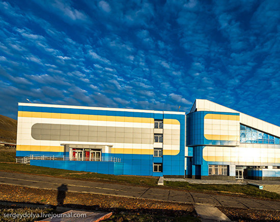 A culture and sports center. Photo by Sergei Dolya