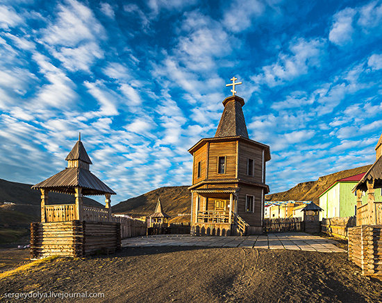 144  A chapel in Barentsburg. Although the town lacks its own parish, services are conducted once every two months by a Russian Orthodox priest from Oslo. Photo by Sergei Dolya