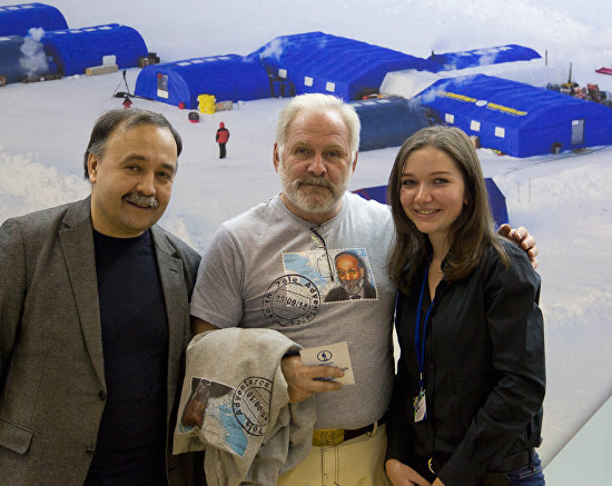 Festival visitors with Sergei Insarov, vice-president of the Russian Parachute Federation, center