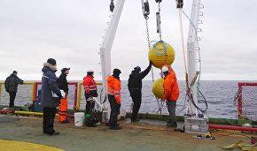 Setting up the floating station from ice