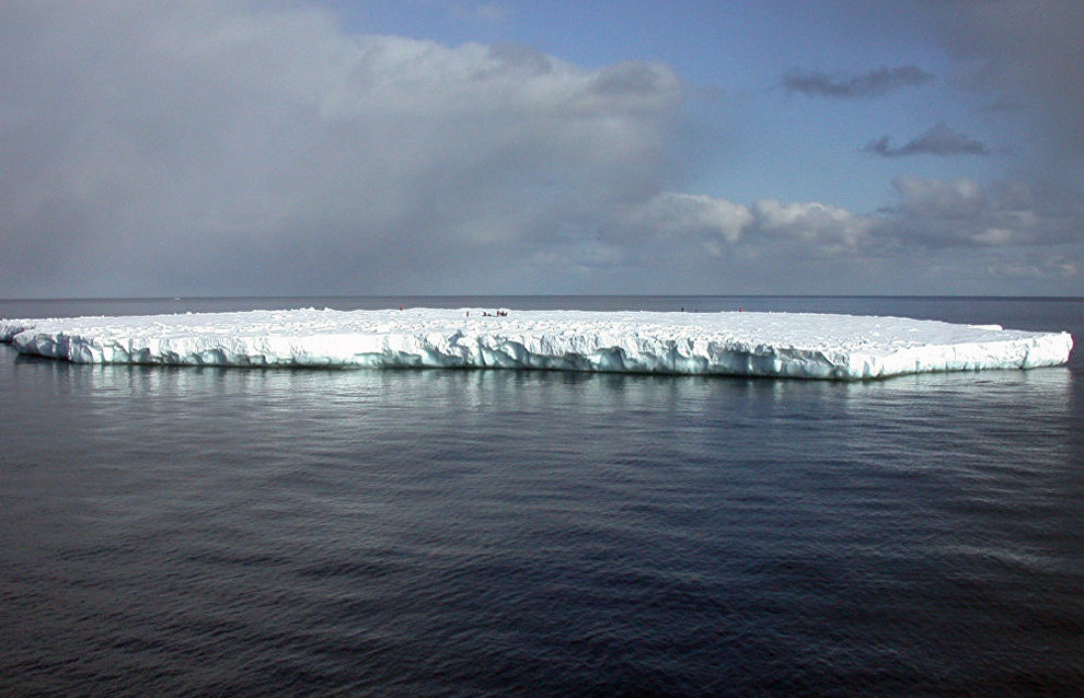 A 3.7 mln ton iceberg in the Shtokman gas field in the Barents Sea