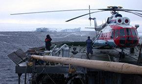 НЭС «Михаил Сомов» буксирует айсберг массой около 200 тыс. т