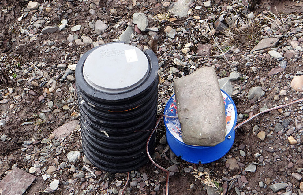 Installing a microphone at the seismic and infrasonic PYR complex in the village of Piramida