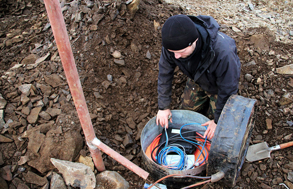 Mounting an Omega seismic monitor in the Franz Josef Land Archipelago