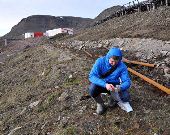Collecting soil samples to detect ecotoxicants in the village of Barentsburg, Svalbard