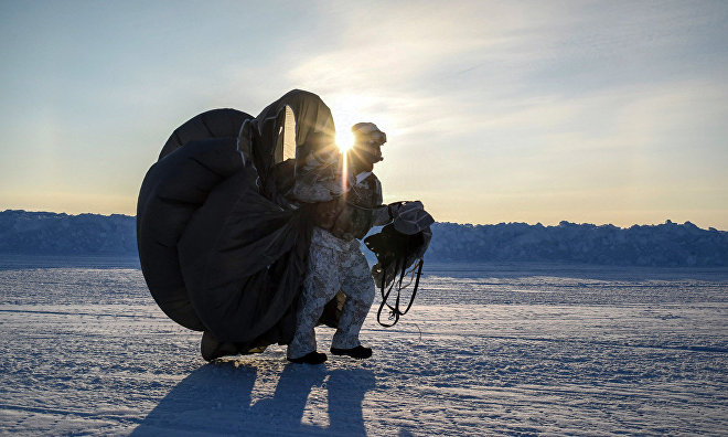 Russian Airborne Forces complete military drills in the Arctic and prepare to leave