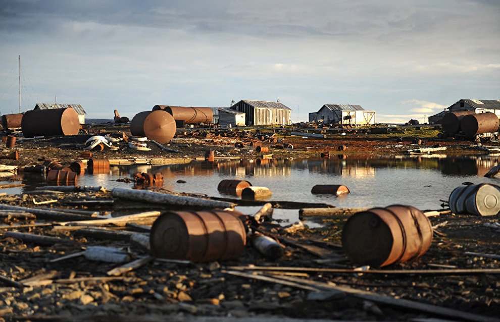 Russian soldiers collect over 6,400 metric tons of scrap metal from Arctic islands, surpassing the annual target