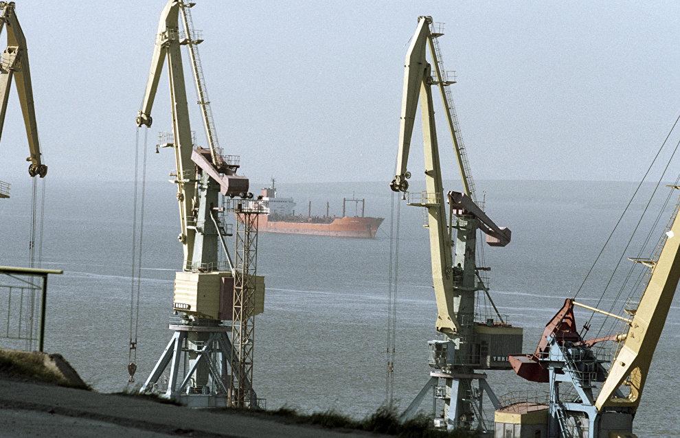Port of Magadan suspends operation over severe storm