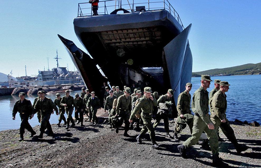 Песков: Президент считает абсолютно необходимым российское военное присутствие в Арктике