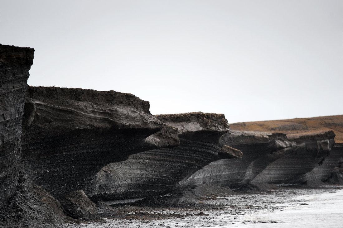 Слои вечной мерзлоты у берегов архипелага Новосибирские острова