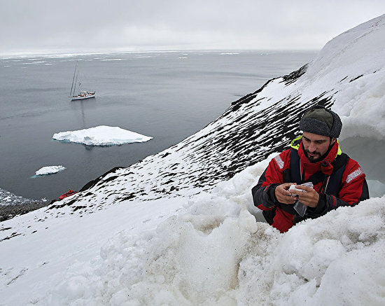Zoologist Miroslav Babushkin explores Eurasia's northernmost bear den on the slope of Cape Fligely