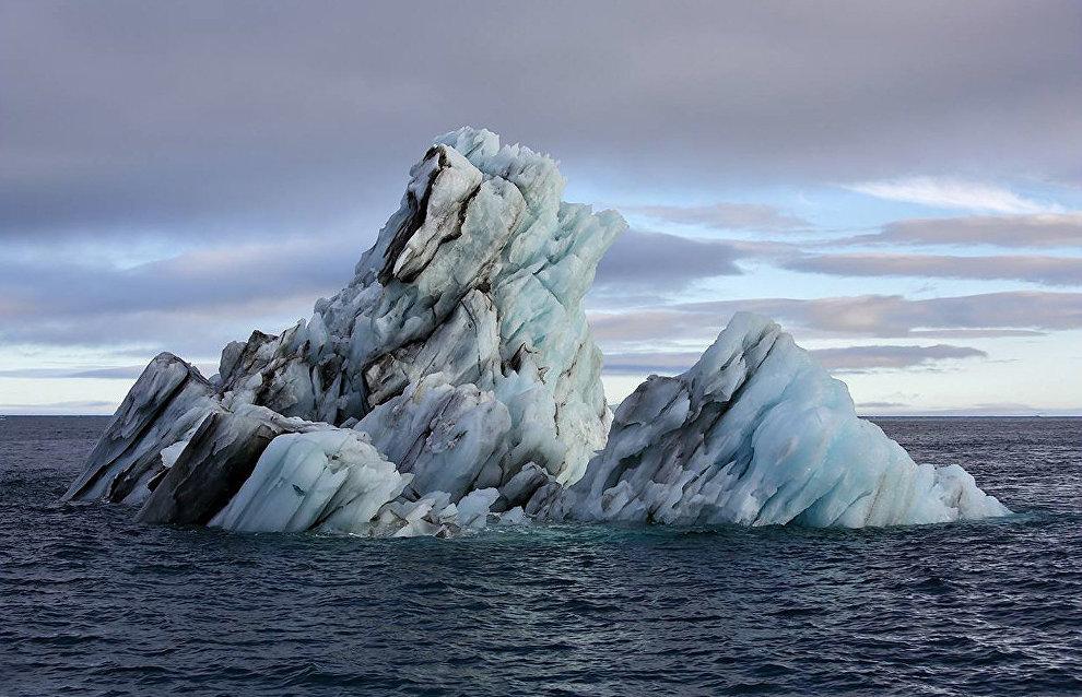 Айсберг у бухты Тихая