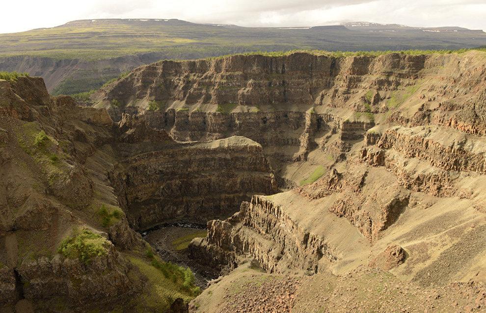 Dragon's Ridge Falls