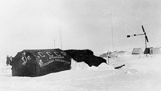 New Year's celebrations on drifting ice