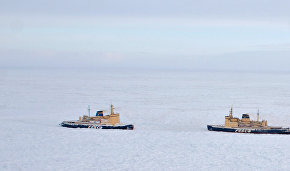 Emergencies Ministry: Vessels stuck in ice near Chukotka Peninsula have food and fuel reserves