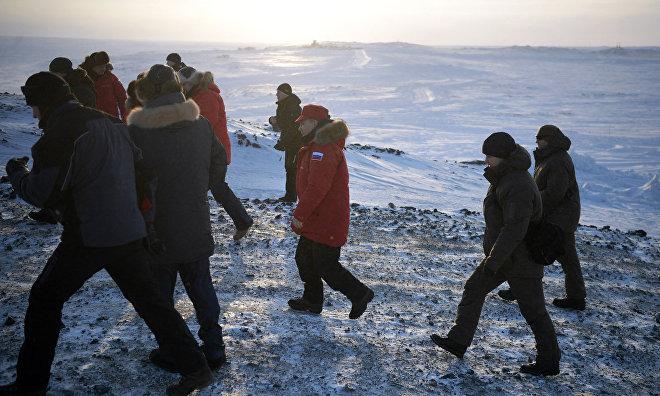 Владимир Путин поблагодарил за проделанную работу участников «арктической уборки» на острове Земля Александры