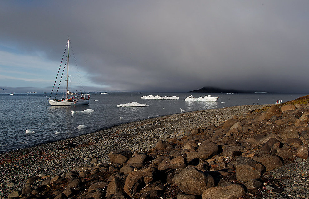 The yacht Alter Ego departs from Murmansk to search for traces of the Brusilov Expedition