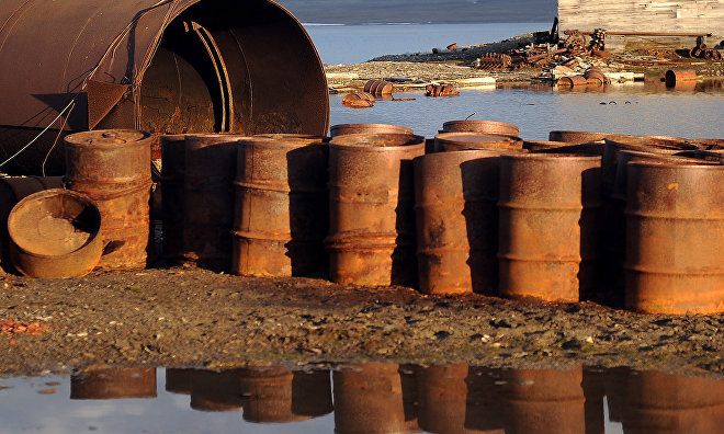Defense Ministry's environmental platoon collects over 1,000 barrels on Wrangel Island