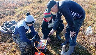 Schoolchildren, scientists measure permafrost thaw depth in Yamal-Nenets Autonomous Area
