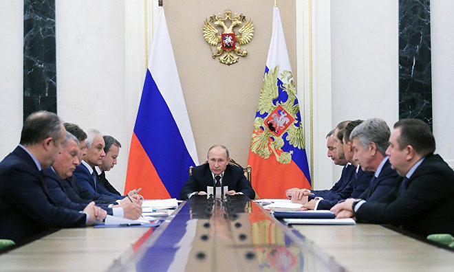 Путин рассчитывает, что только суда под флагом РФ смогут перевозить углеводороды по СМП