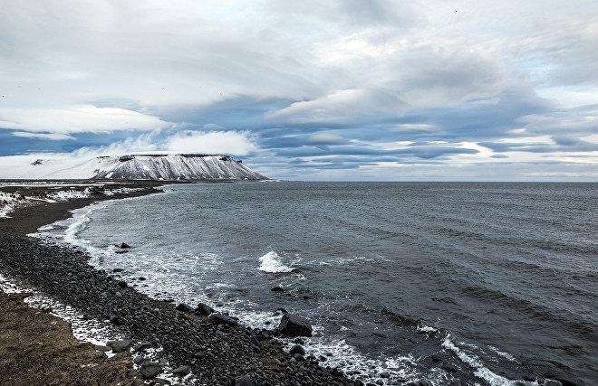 Экологи Севфлота нашли на острове Котельном немецкую бочку времён Второй мировой войны