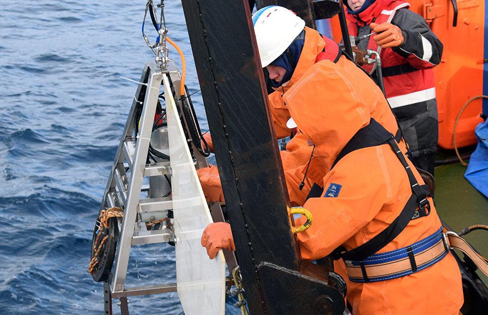 Trials of a deep-sea research vessel