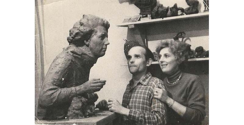 В мастерской скульптора Василия Гущина, 1964 г.