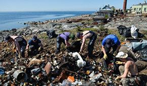 Волонтёры затеяли масштабную уборку на необитаемом острове в Арктике