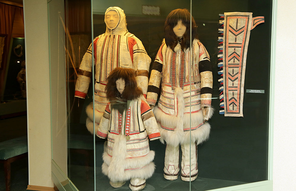 At the city museum of regional history they were told about local indigenous people, their customs, traditions and rites