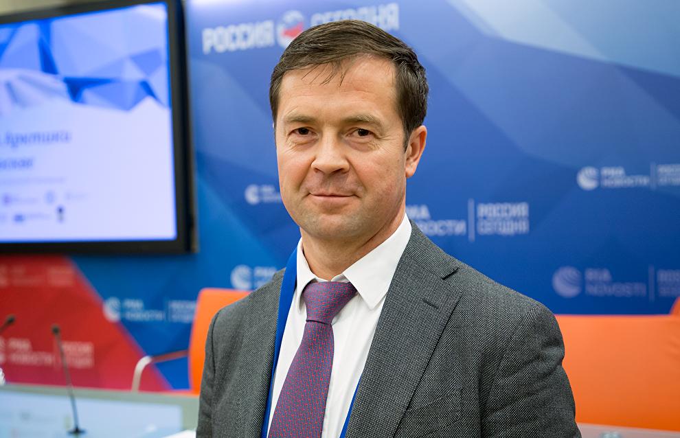 Директор по логистике СУЭК, председатель совета директоров ПАО «ММТП» Денис Илатовский