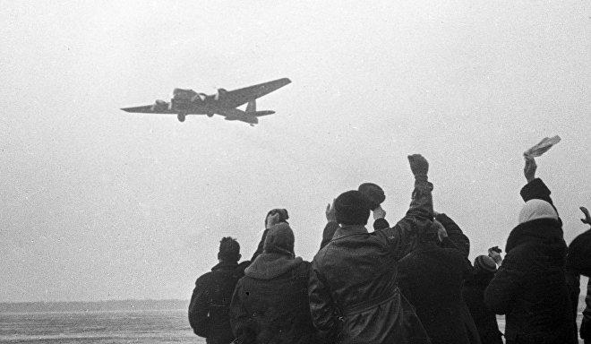 Intrepid Soviet explorers spend 376 days on an ice-floe