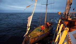 Яхта «Крейсер» на буксире у НИС «Профессор Молчанов»