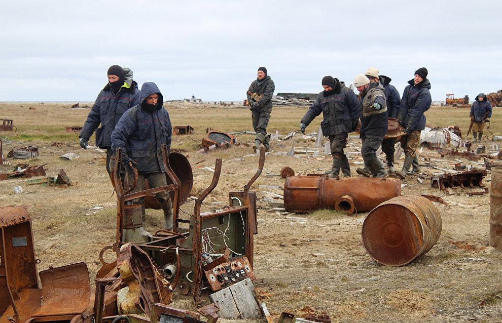 За смену участники экспедиции очистили территорию площадью 60 га, собрали более пятисот 200-литровых бочек