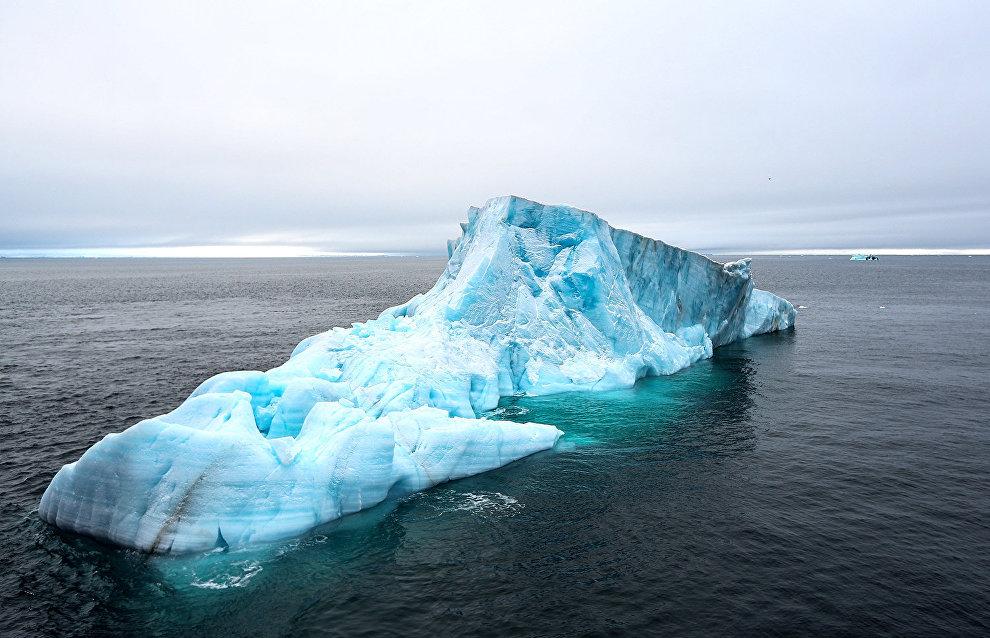 Indonesian designers propose freezing icebergs in the Arctic