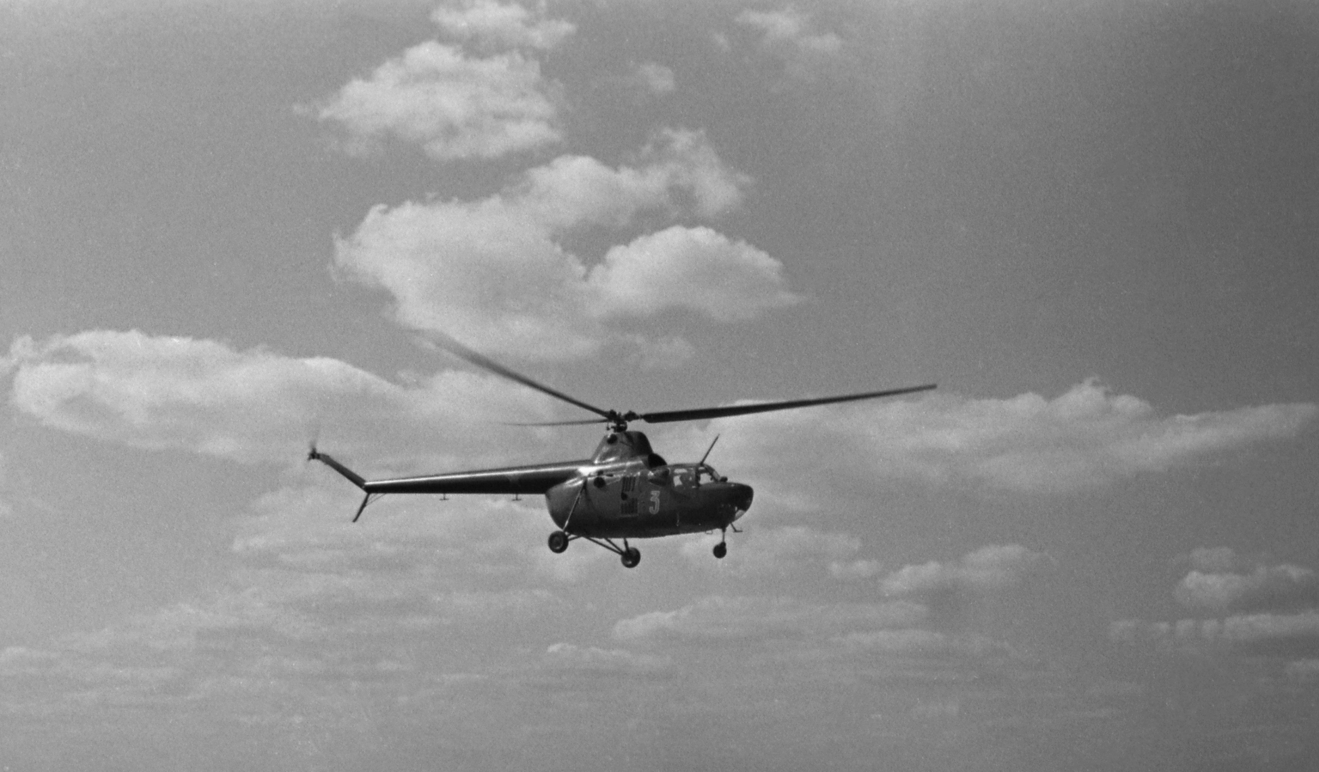 Многоцелевой вертолет Ми-4. Разработан ОКБ М.Л. Миля